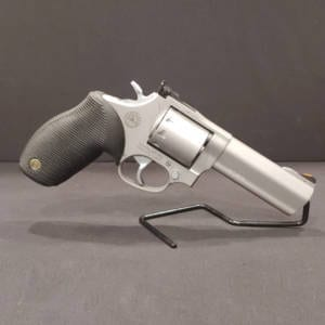 Pre-Owned – Taurus M992 Tracker .22LR Revolver Firearms