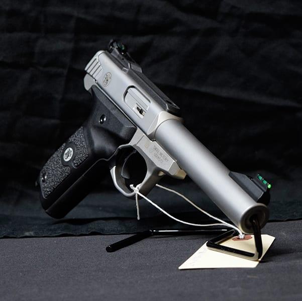 Pre-Owned – S&W SW22 Victory Semi-Auto .22 LR 5.5″ Handgun Firearms